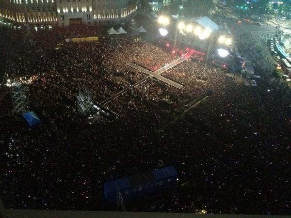 Konser Gratis Psy Dipadati 80 Ribu Penggemar