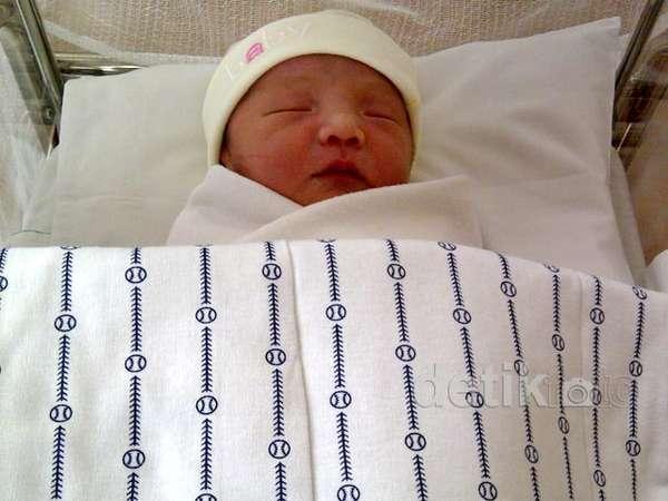 Ini Dia Bayi Laki-Laki Anji & Wina