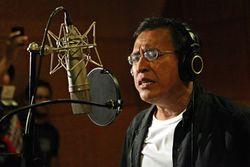Iwan Fals Belajar Tarian Gangnam Style