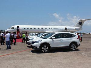 Honda CR-V Bersanding dengan Pesawat di Ngurah Rai
