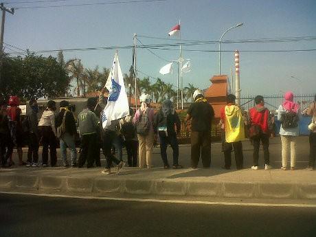 Demo Peresmian PLTU Cirebon, Mahasiswa Sempat Blokir Jalur Pantura