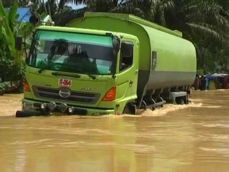 Banjir Genangi Jalinsum di Labuhan Batu Selatan Sumut