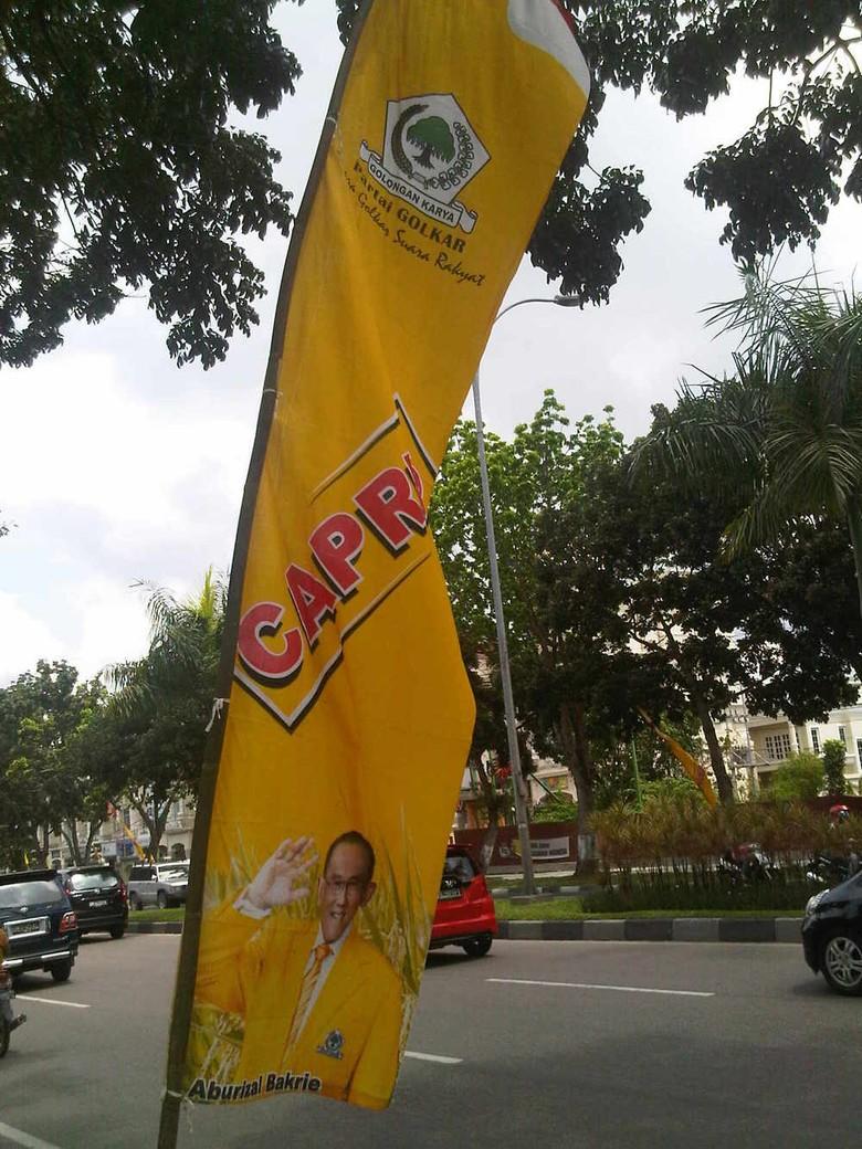 Spanduk Capres ARB Bertebaran di Pekanbaru