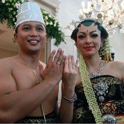 Reisa Kartikasari Resmi Jadi Istri Pangeran