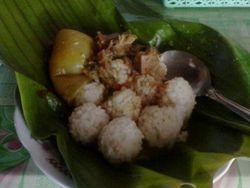 Kekenyangan Menyantap Gurihnya Nasi Penggel!