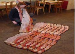 Wah, Irisan Bacon Ini Bisa Hangatkan Leher!