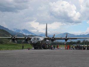 Terbang ala Tentara di Atas Tanah Papua