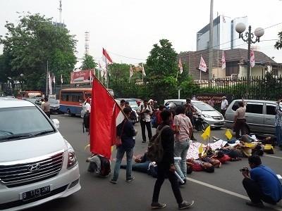 Demo 20 Mahasiswa di Jl Dipenogoro Bikin Lalin Tersendat