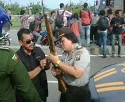Razia Sajam di Suramadu, Polisi Amankan Badik, Keris & Senapan Angin