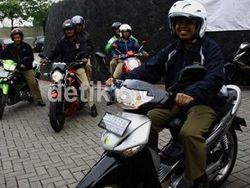 Nur Mahmudi Touring Naik Motor dari Depok ke KPK