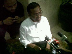 Rapat 5 Jam di DPR, Dahlan Selonjoran di Lantai
