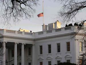Gedung Putih Kibarkan Bendera Setengah Tiang