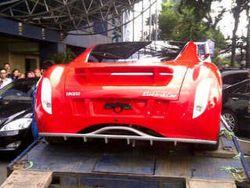 Masyarakat Terkesima dengan Ferrari Listrik Dahlan Iskan