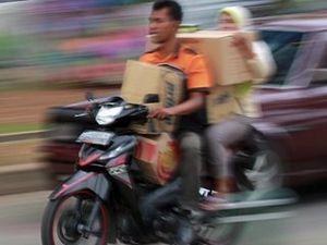 Wanita Lhokseumawe akan Dilarang Duduk Mengangkang di Motor
