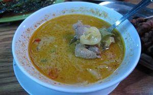 Slruup.. Hangat Gurih Tongseng dan Sate Kambing untuk Penumpas Lapar