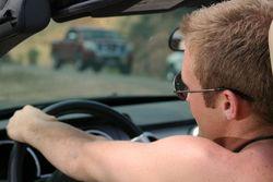 Larangan Dibonceng Ngangkang & 8 Aturan Menyetir Aneh di Dunia