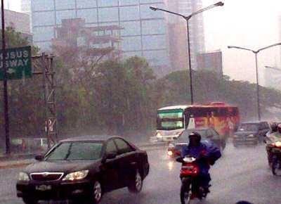 BMKG: Angin Kencang & Hujan Masih akan Melanda Jakarta Dalam 2 Hari Ini