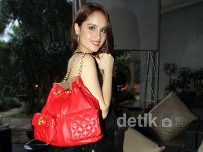 CLK, Fashionline Cinta Laura