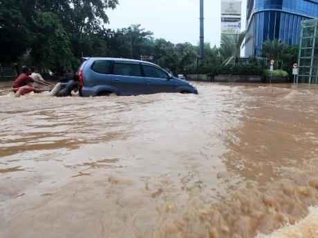 Pertolongan Pertama Jika Mobil Terendam Banjir