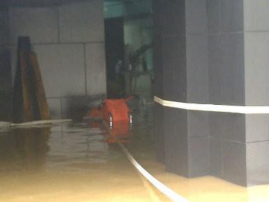 Kisah Heroik Penyelamatan Korban \Tsunami\ di Plaza UOB
