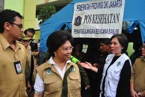 Menkes Kunjungi Pengungsi Korban Banjir