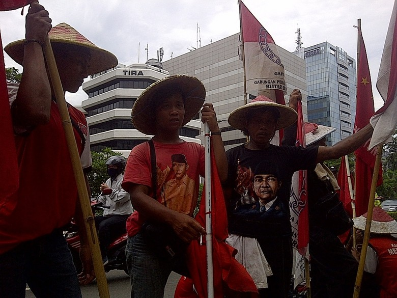 Kisah Petani Blitar Jalan Kaki 21 Hari ke KPK Demi Cari Keadilan