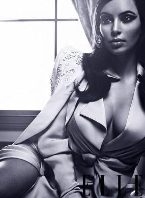 Gaya Retro Seksi Kim Kardashian