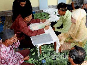 Budiono-Wida Menikah di Tengah Banjir Bojonegoro