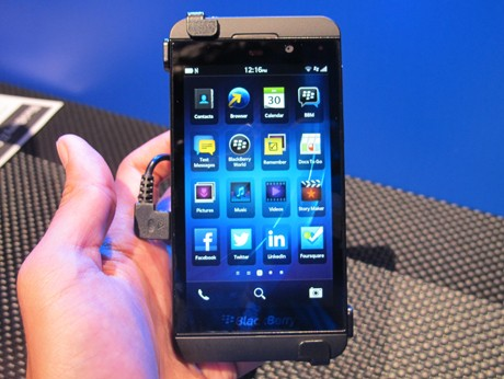 BlackBerry Z10 (ash/detikINET)