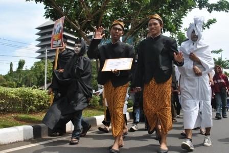 Diantar Pocong, ARTO Mendaftar Jadi Cagub Jateng