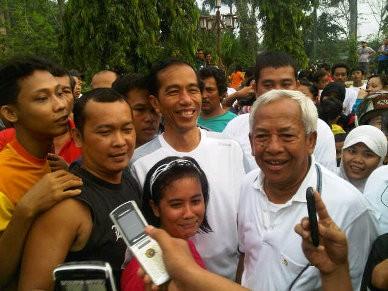 Senam di Stadion Teladan Medan, Jokowi Disambut Antusias Warga