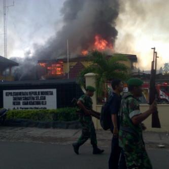 Serbu Mapolres OKU, Anggota TNI Bawa Senjata Laras Panjang