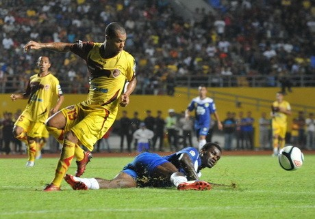 Sriwijaya FC Tundukkan Persib 2-1