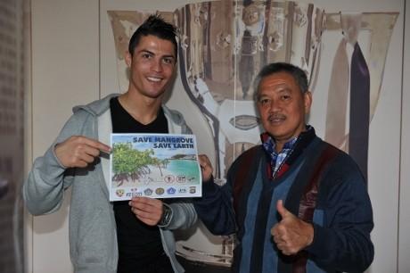 Cristiano Ronaldo Jadi Duta Pelestarian Mangrove di Indonesia