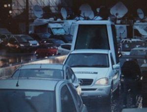 Tiru Paus, Dennis Rodman Bikin Popemobile