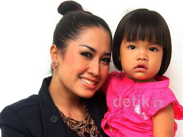 Melinda & Anak Kesayangannya