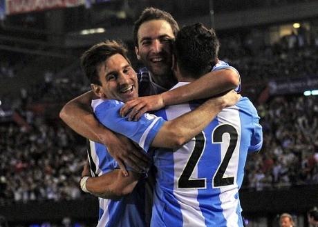 Higuain & Messi Antar Argentina Tundukkan Venezuela