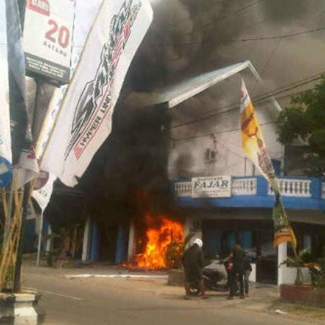 AJI Makassar Kecam Pembakaran Redaksi Palopo Pos & Fajar Biro Palopo