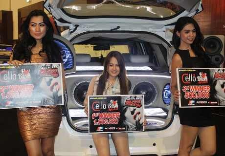 Hot Babes di Kontes Modifikasi Surabaya