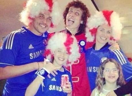 Julio Cesar Pakai Jersey Chelsea, QPR Siap Beri Sanksi