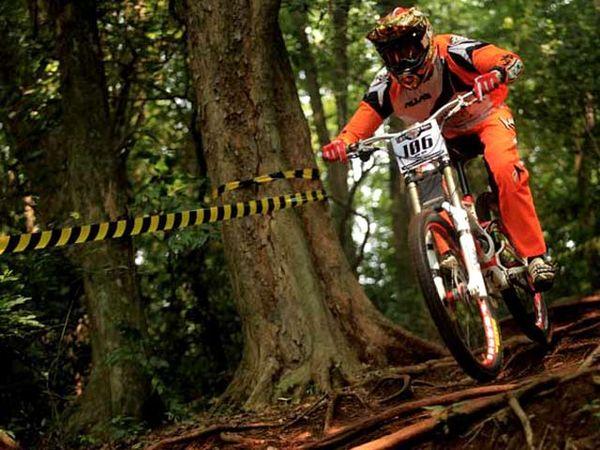 Adu Cepat di Mahaka Cycling Downhill Super Champ