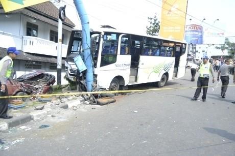 Tabrakan Karambol di Semarang, Supir Bus Menyerahkan Diri