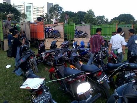 111 Motor Dievakuasi dari Lokasi Bentrok Suporter PSIS & Warga