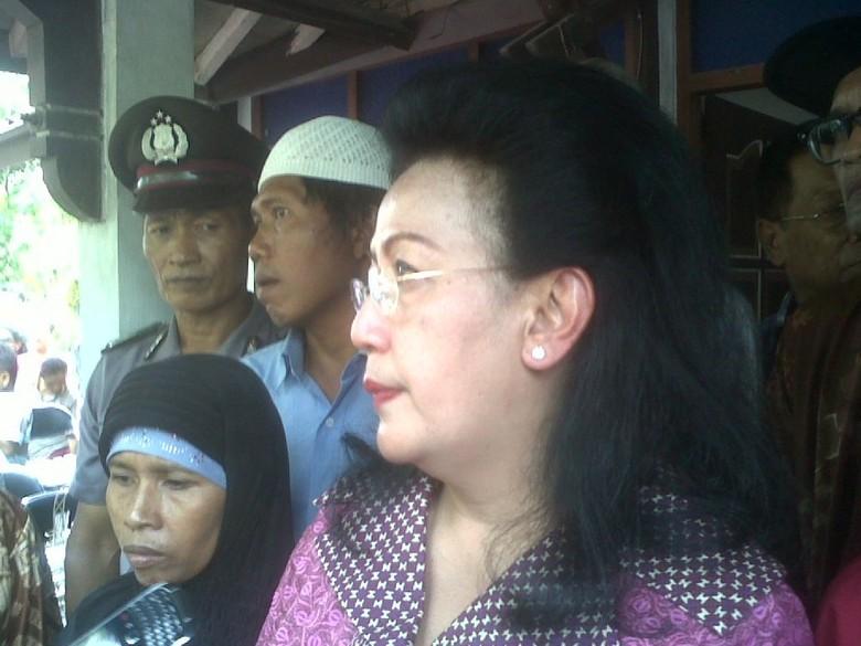 GKR Hemas Kunjungi Keluarga Siswi Korban Pemerkosaan dan Pembunuhan di Sleman