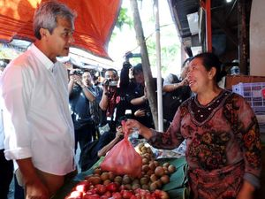 Ganjar Blusukan ke Pasar Johar