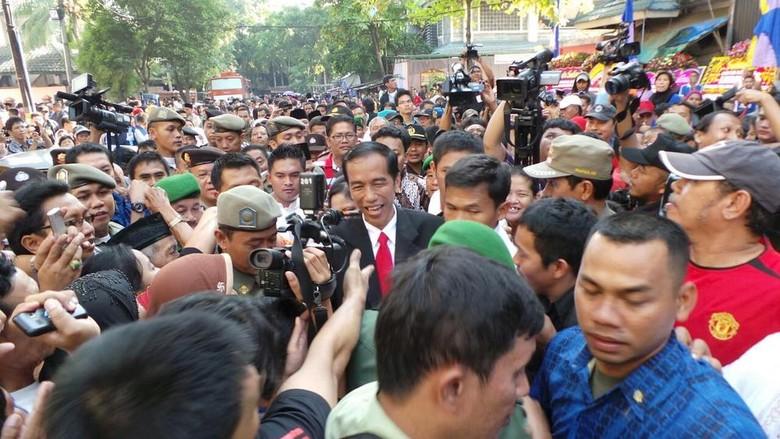 Usai Melantik Wali Kota Jakbar, Jokowi dan Istri Keliling Rusun Angke