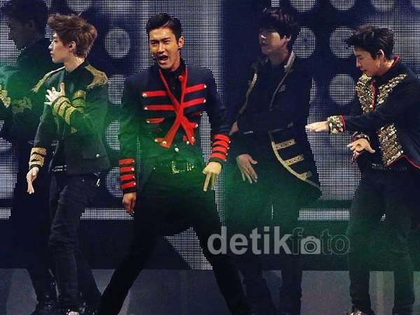 Meriahnya Konser Super Junior Super Show 5