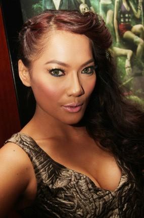 Stop Tampil Seksi, Jenny Cortez Kini Sering Pegang Ular
