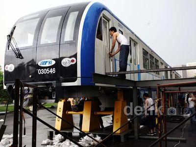 MRT dan Monorel Dipajang di Monas