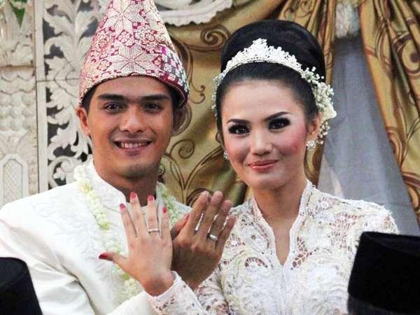 Momen-momen Bahagia Ricky Harun dan Herfiza (I)